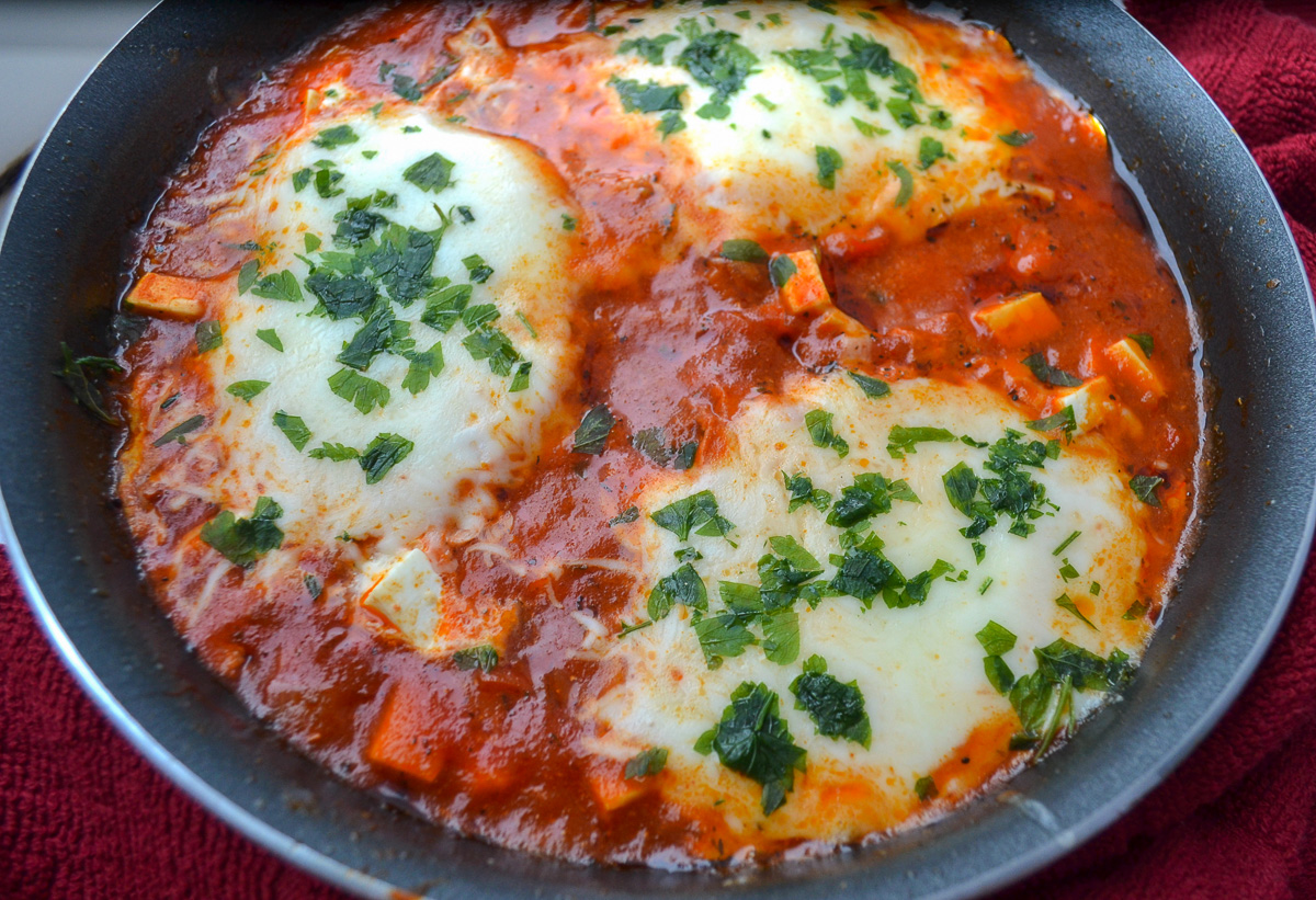 Keto cheesy shakshuka cooked