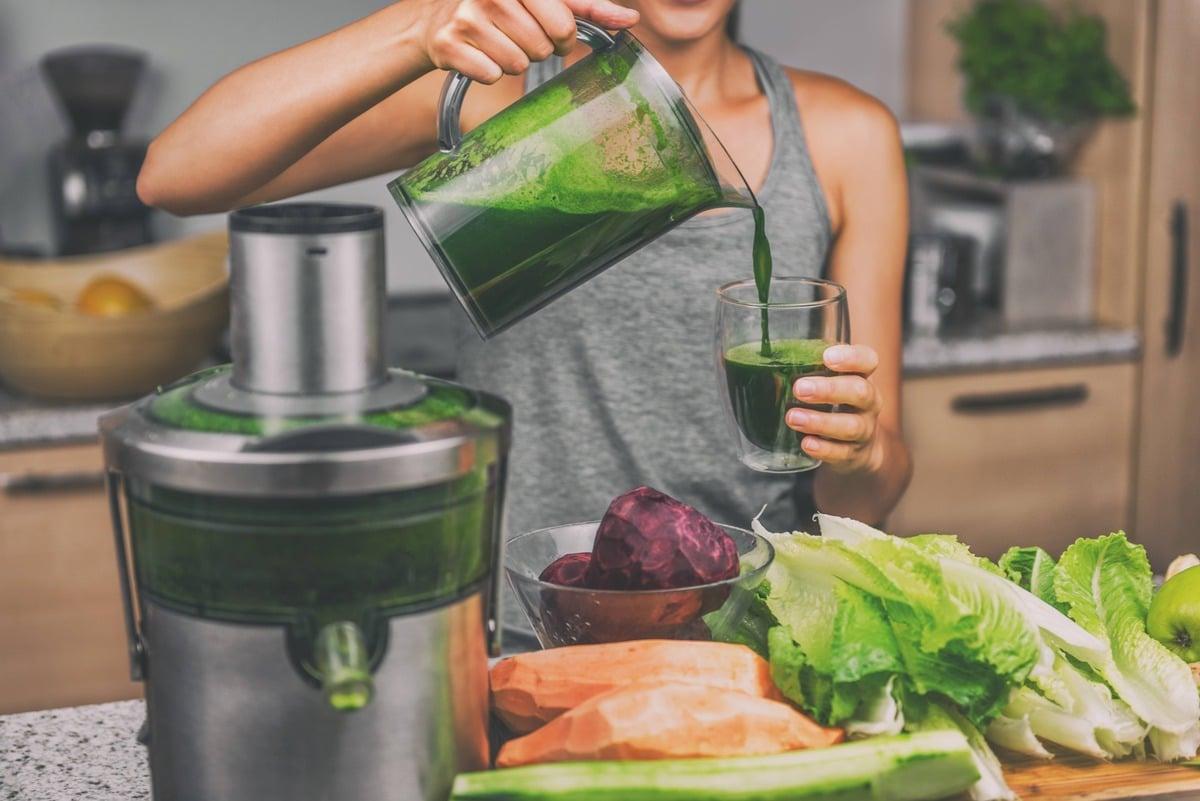 Juicing green juice