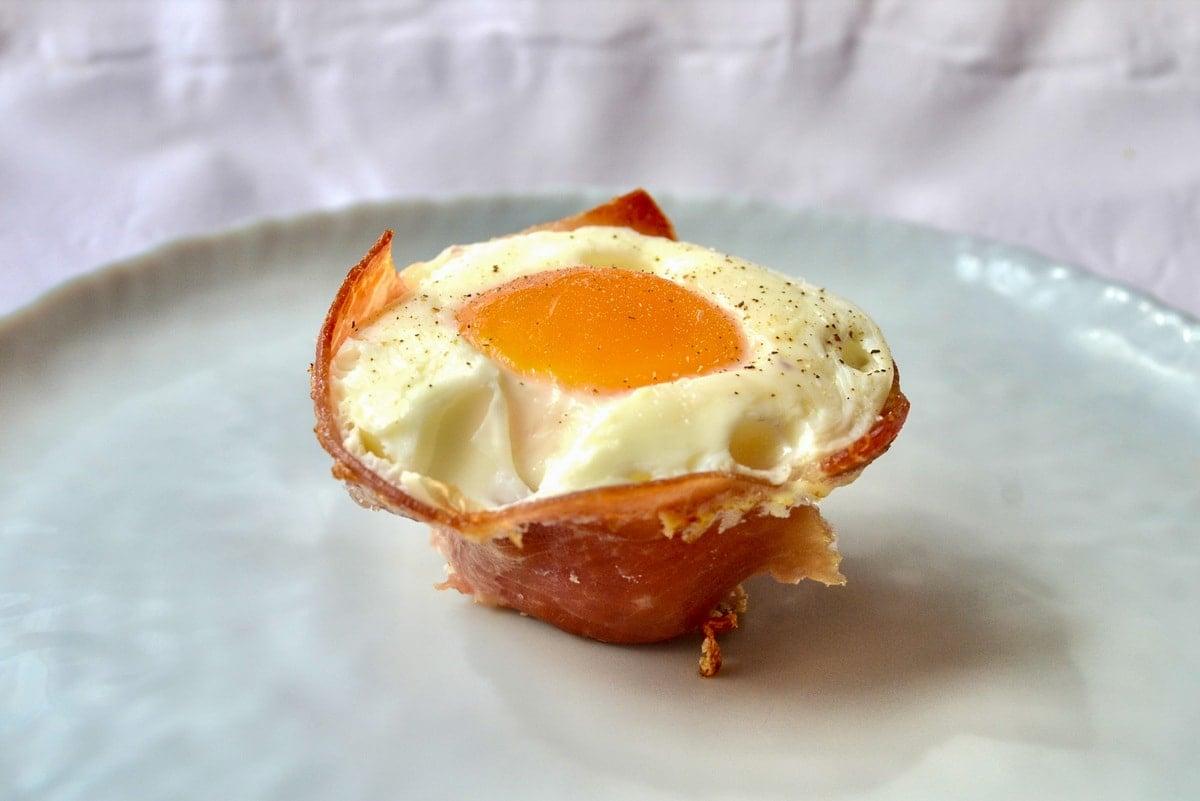 Keto prosciutto baked egg cup