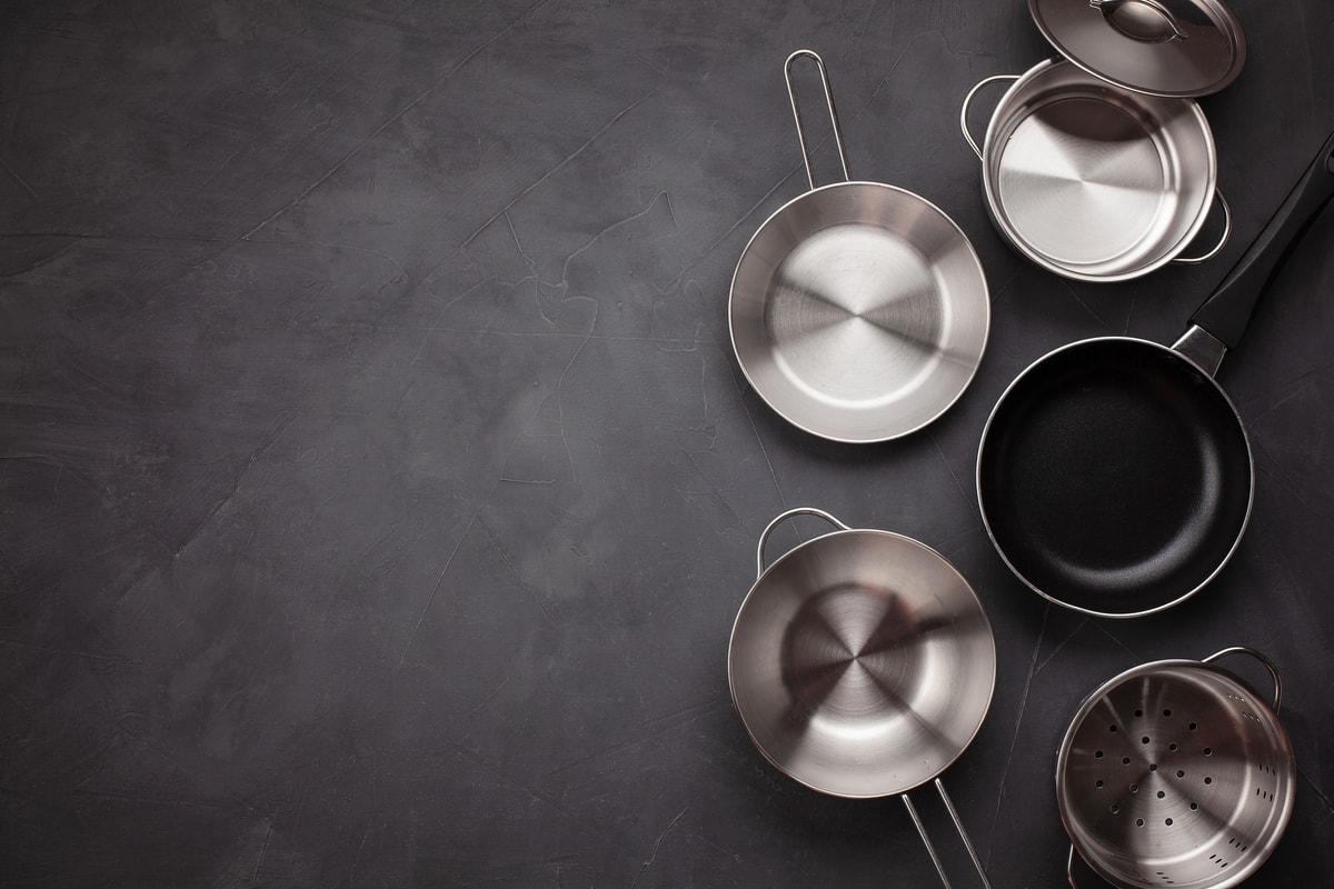 carbon steel vs. stainless steel pans
