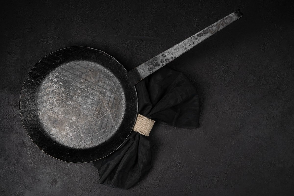 cleaning a carbon steel pan