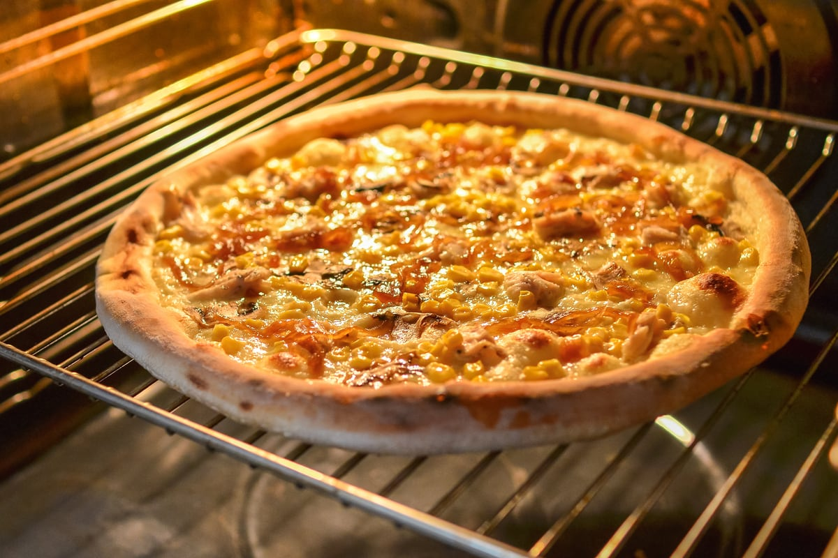 keeping-pizza-warm-in-the-oven